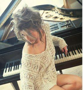 Alex Female Jazz Singer for Hire London
